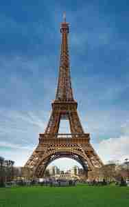 643px-Eiffel_Tower_Marsfeld_Paris